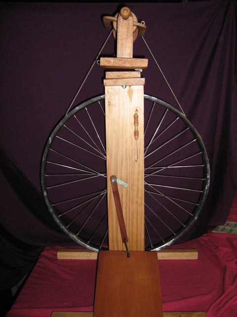 full-size-spinning-wheel--3-spare-bobbins-included-