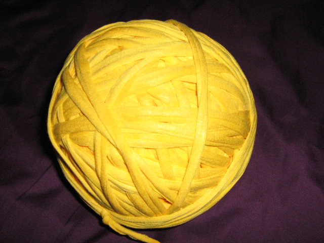 t--shirt-material-yarn-col-yellow