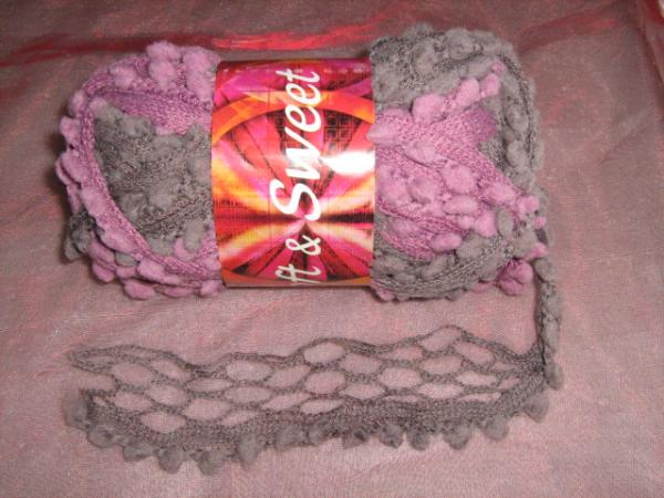 new!!!-fishnet-with-pom-poms-100g-col-a02