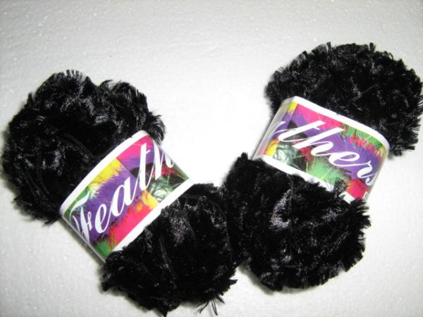 feathers-yarn-col-black
